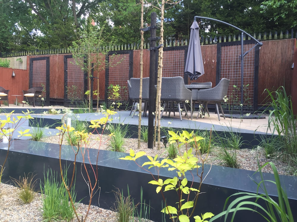 Contemporary garden in Greater Manchester